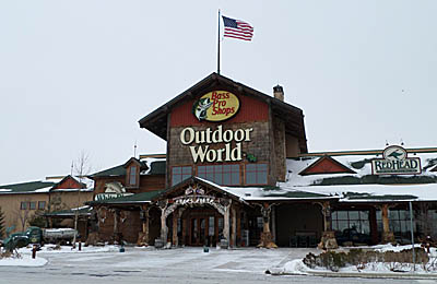 A trip to bass pro shops in rossford ohio for Bass pro shop fishing